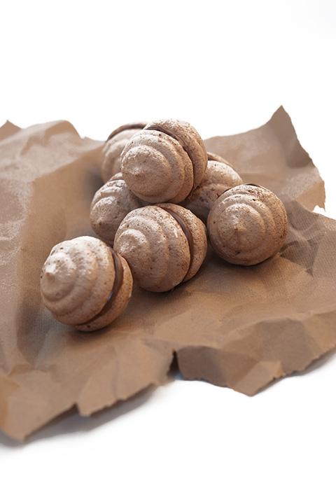 chocolate nutella meringues
